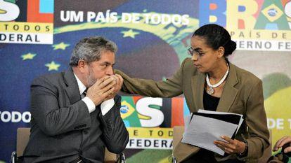 Lula cumprimenta a então ministra Marina Silva em evento no Palácio do Planalto em maio de 2005, quando era presidente da República