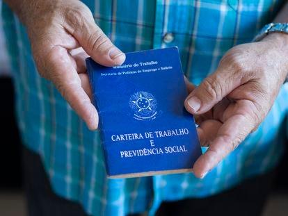 Carteira de trabalho brasileira.