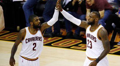 Irving e LeBron lideram primeira vitória dos Cavaliers na série.