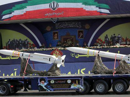 Caminhão com mísseis durante um desfile militar em Teerã, em setembro passado.