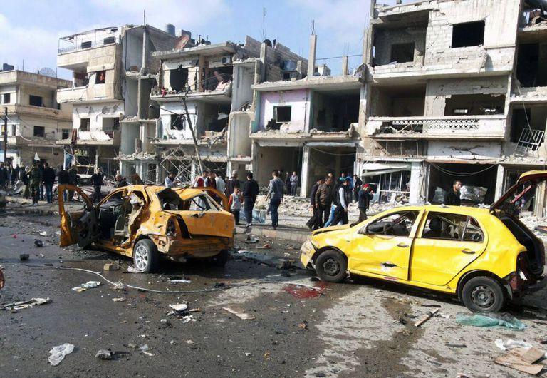 Local da explosão de dois carros-bombas, neste domingo, em Homs.