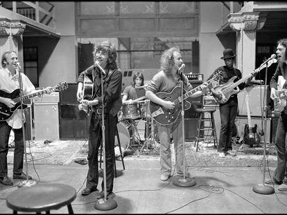 Em primeiro plano, a partir da esquerda, Stephen Stills, Graham Nash, David Crosby e Neil Young, num ensaio em 1970.
