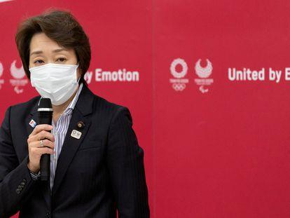 Seiko Hashimoto, nova presidenta do comitê organizador dos Jogos Olímpicos de Tóquio, durante uma entrevista coletiva desta quinta-feira.