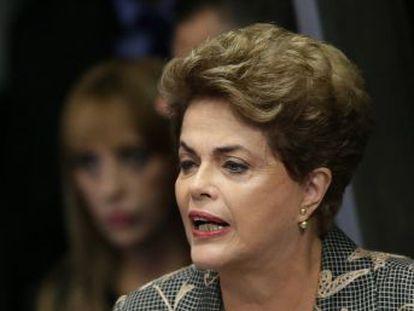 A presidenta afastada Dilma falou aos senadores por cerca de 40 minutos, e falou que  a democracia  está com ela no banco dos réus