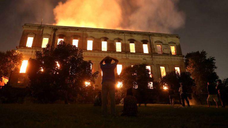 O Museu Nacional em chamas.
