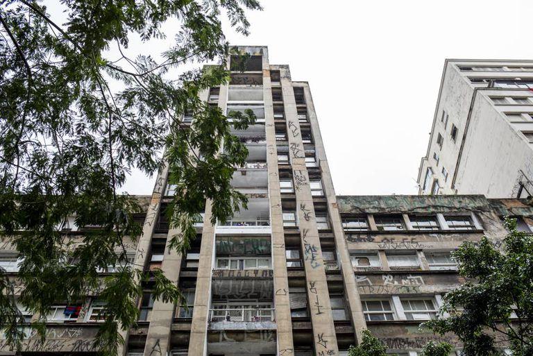 O edifício na avenida 9 de Julho hoje ocupado por 124 famílias pertenceu ao INSS.