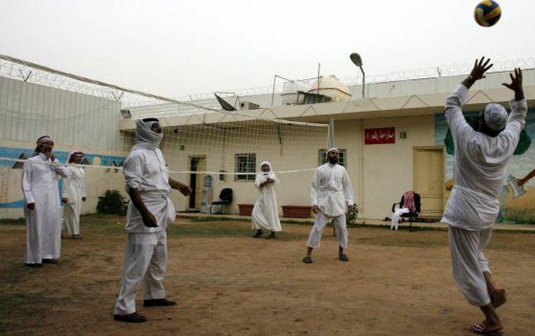 Ex-militantes da Al Qaeda egressos de Guantánamo, no centro saudita em 2009.