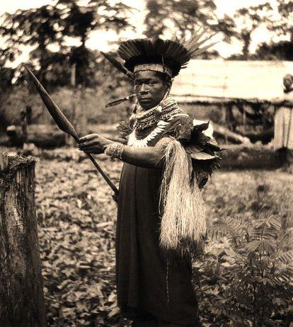 Médico tradicional cofán (rio Sucumbios, Equador, 1942).