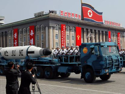 Imagem da marcha pelo aniversari de Kim Ill Sung.