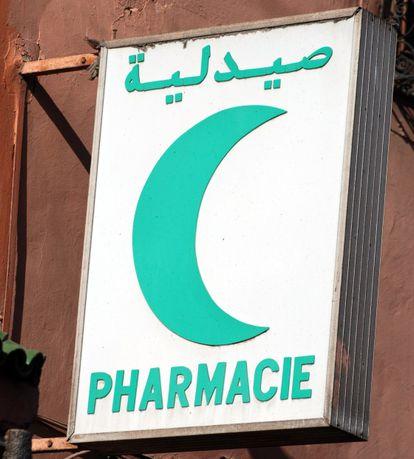 Sinal de farmácia em Marrocos.