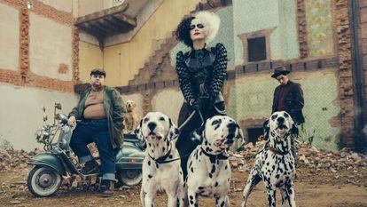 Emma Stone em 'Cruella', que se concentra na personagem malvada de '101 dálmatas'.