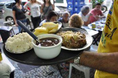 Mesas do bar Pavão Azul, em Copacabana.