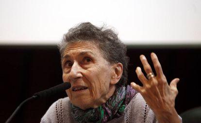 A ativista italiana Silvia Federici durante uma conferência na Espanha em abril de 2018.