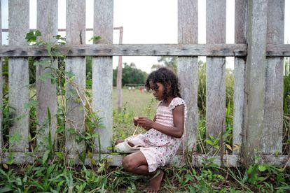 Erieny, 8 anos, na comunidade quilombola da Tapagem, no município de Oriximiná, Pará, em 7 de setembro de 2018. A comunidade, que existe desde os anos 90, está em processo de regularização do título no Incra desde 2004, algo que pode estar sob ameaça diante do novo governo de Jair Bolsonaro, que já declarou ser contra demarcações de terras indígenas e quilombolas. @patriciapmonteiro