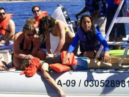 Morre no México uma turista após choque de baleia em lancha