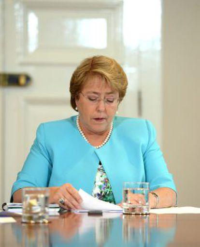 Bachelet durante sua reunião com o ministro de Fazenda.