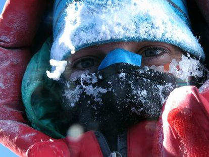 Tamara Lunger, a 8.000 metros, pouco antes de abrir mão de chegar ao pico.