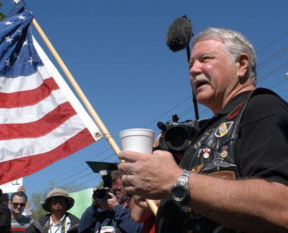 Gritz durante um protesto em Nevada (EUA), em 2005, contra a eutanásia. Foi no célebre caso de Terry Schiavo.