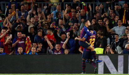 Coutinho e Rafinha comemoram o primeiro gol do Barcelona.