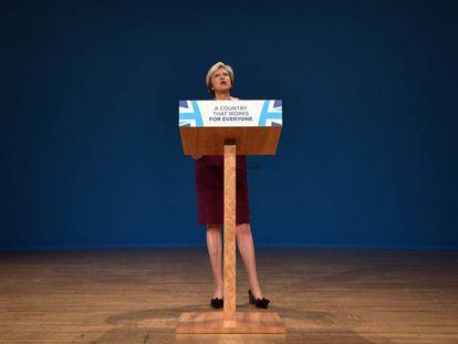 Theresa May intervém no Congresso do Partido Conservador em Birmingham.