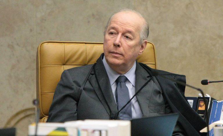 Ministro Celso de Mello durante sessão extraordinária do STF.