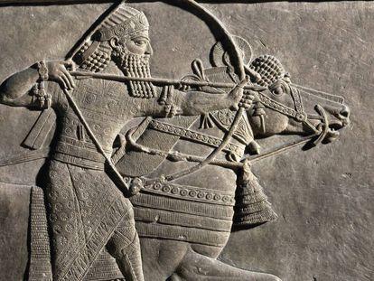 Relevo em pedra do palácio de Assurbanipal que representa uma caçada dirigida pelo rei assírio.