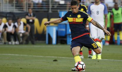 James fez o segundo gol de pênalti.