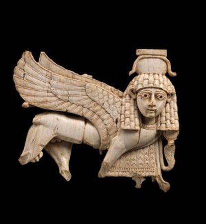 Esfinge neoassíria de marfim exposta no Metropolitan como parte da mostra 'Da Assíria à Ibéria no Alvorecer da Era Clássica'