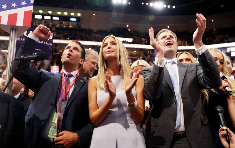 Três dos filhos de Trump celebram a nomeação do pai.