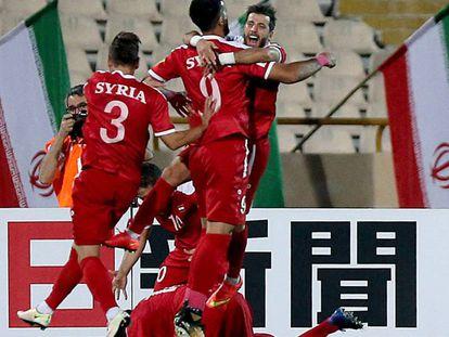 Sírios comemoram gol contra o Irã