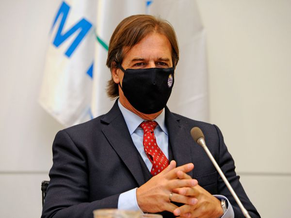 """In this handout picture released on April 25, 2020 by Uruguay's Presidency, President Luis Lacalle Pou wears a face mask during a cabinet meeting in Montevideo. (Photo by - / Uruguay's Presidency / AFP) / RESTRICTED TO EDITORIAL USE - MANDATORY CREDIT """"AFP PHOTO / URUGUAYAN PRESIDENCY"""" - NO MARKETING NO ADVERTISING CAMPAIGNS - DISTRIBUTED AS A SERVICE TO CLIENTS"""