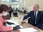 Moscow (Russian Federation), 01/07/2020.- Russian President Vladimir Putin (R) shows his passport while taking part in a nationwide vote on amendments to the Russian Constitution during the main day of vote at a polling station in Moscow, Russia, 01 July 2020. The polling stations were opened for vote on 25 June to avoid crowding amid ongoing COVID-19 disease in Russia. (Abierto, Rusia, Moscú) EFE/EPA/ALEXEI DRUZHININ / SPUTNIK / KREMLIN POOL MANDATORY CREDIT