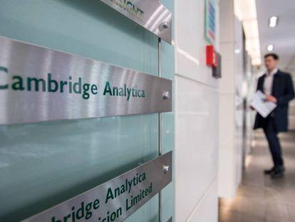 A entrada do escritório da Cambridge Analytica em Londres.