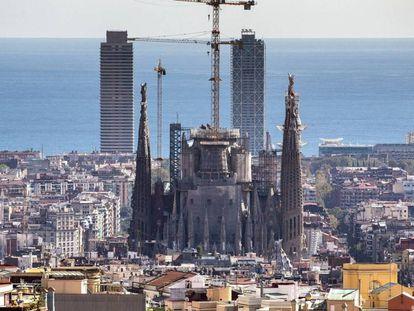 A Sagrada Família, em Barcelona, fotografada do bairro de El Carmelo.