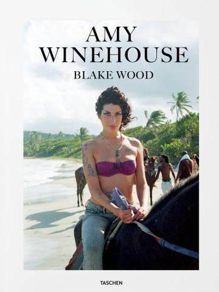 A cantora Amy Winehouse, na portada do livro 'Amy Winehouse by Blake Wood'.