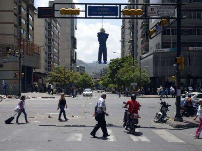Rua em Caracas marcada por protestos nesta quinta-feira. EFE/M. Gutierrez