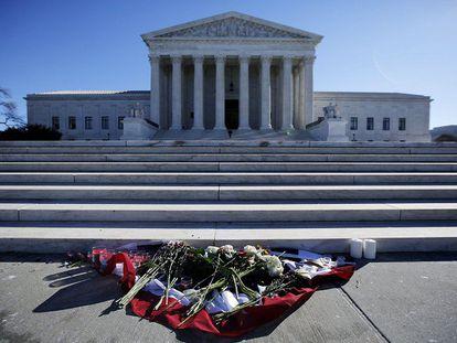 Homenagem ao juiz Scalia em frente ao Tribunal Supremo.