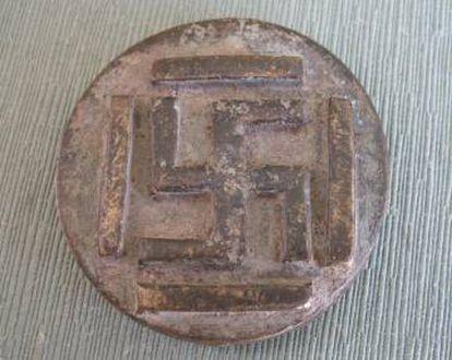 Peso da Costa do Marfim, do século XIX. Servia para calcular o valor do ouro em uma balança e tem a suástica do sânscrito do século V a.d.C representada.