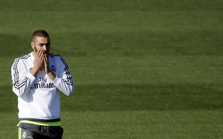 Benzema treina com o Real Madrid.