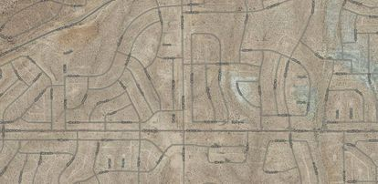 Todas as ruas têm nome nos 52.700 hectares que California City ocupa atualmente. Acima à esquerda, a Serrano Street.