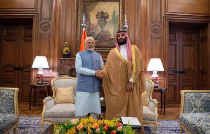 O primeiro-ministro indiano, Narendra Modi, e o príncipe saudita Bin Salman nesta sexta-feira em Buenos Aires.