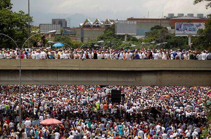 Milhares foram às ruas contra o Governo Maduro em Caracas, na quarta-feira.