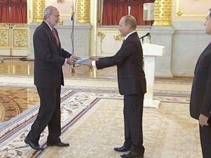 O embaixador da Colômbia em Moscou, Alfonso López Caballero, durante um evento com o presidente russo Vladimir Putin em 2016.