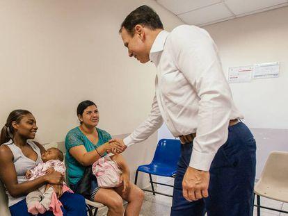 Doria em visita a uma unidade de saúde, em setembro.