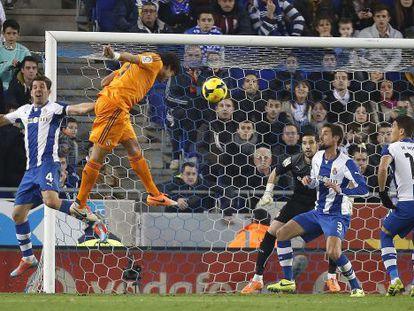 Pepe cabeceia para o gol após cruzamento de Modric.
