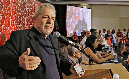 O ex-presidente Lula durante congresso nacional do PT, em Salvador.