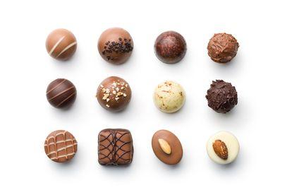 """Um dos efeitos de certos alimentos """"viciantes"""", como o chocolate, é a liberação de dopamina cerebral que aumenta o poder de incentivo dos estímulos relacionados ao prazer."""