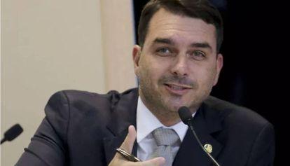 Ministério Público investiga se Flávio Bolsonaro enriqueceu com dinheiro desviado de seus funcionários
