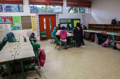 Crianças do primeiro ciclo escolar em aula
