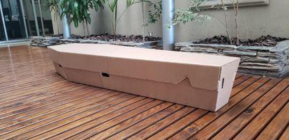 Modelo de caixão de papelão da empresa argentina Restbox.